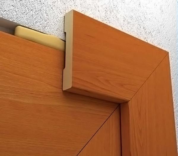Какой способ монтажа наличников на двери самый аккуратный