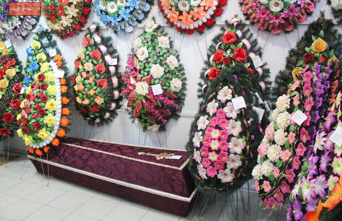 Гроб и остальные ритуальные атрибуты