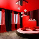 В каких случаях стоит выкрасить потолок в насыщенный цвет