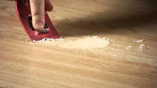Как быстро оттереть пролитую на пол краску для стен