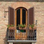 Как защитить окна от солнца с внешней стороны