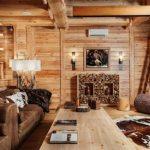 Как подчеркнуть деревянные стены в домах из натурального бруса