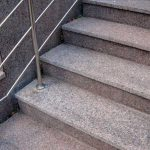 Правила выбора гранитных ступеней для лестниц