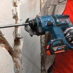 Как штробить стену, если с обратной стороны уложена плитка