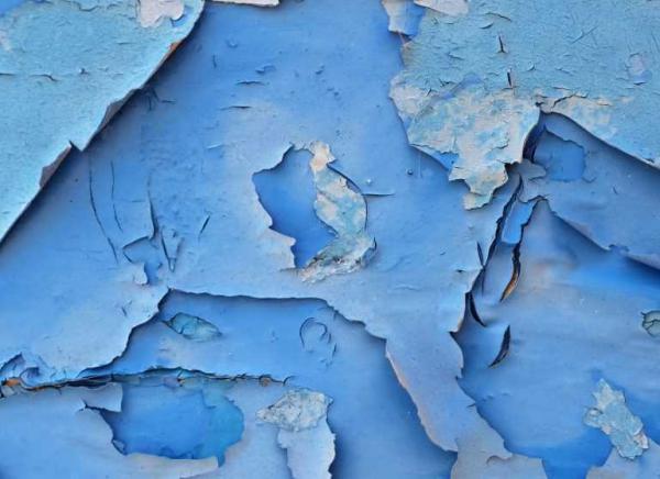 Почему краска на стенах пузырится и трескается