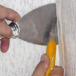 Как поклеить обои ровно, если углы стен кривые