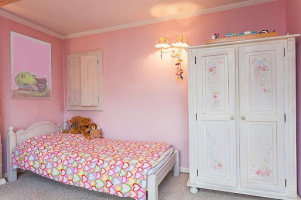 Какие цвета не подходят в детскую комнату