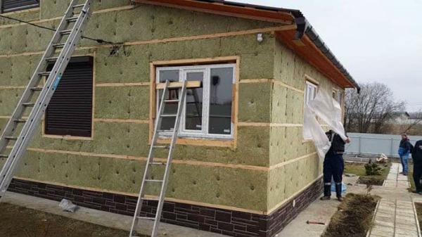 Как правильно утеплять частный дом - снаружи или изнутри