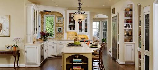 Старинная кухонная мебель в современном интерьере