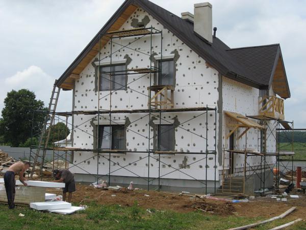 6 ошибок при утеплении фасада частного дома, которые дорого обойдутся