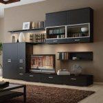 Стоит ли уделять внимание отделке стен за габаритной мебелью