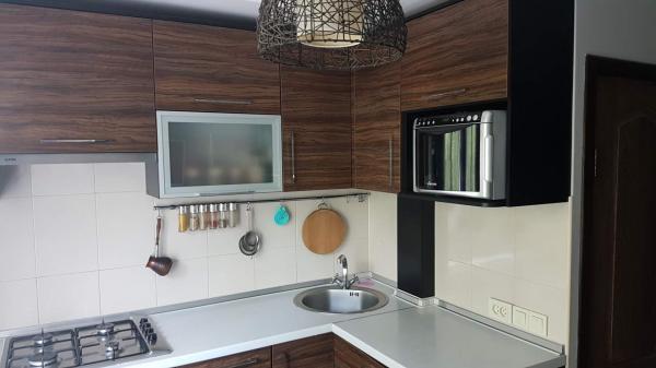 Куда лучше встроить духовку и микроволновку, кроме пенала, чтобы сэкономить место