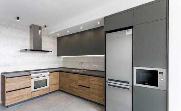 За и против использования кухонных шкафов без фурнитуры