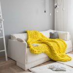 Как красиво использовать плед в интерьере квартиры