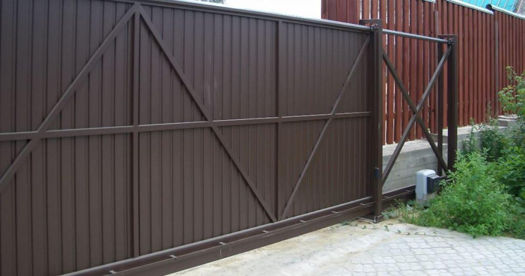 Откатные ворота: основные особенности и преимущества