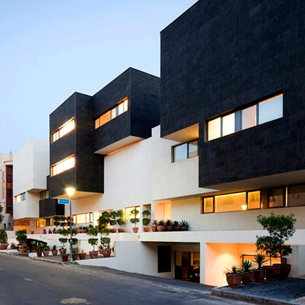 Черный цвет в фасаде