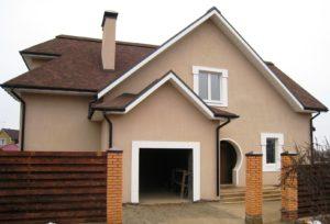 Дом отделан по системе мокрый фасад