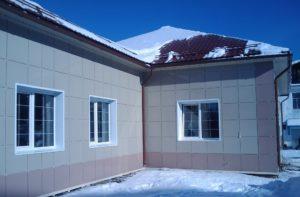 Есть ряд преимуществ вентилируемых фасадов