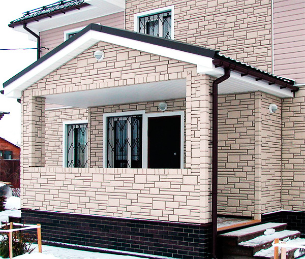 Фасад дома из полиуретановых панелей