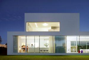 Фасад дома из стекла
