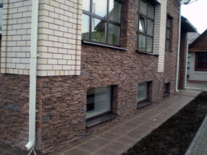 Фасад дома камнем