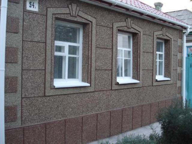 Фасад дома с декоративной штукатуркой