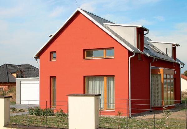 Фасад, окрашенный силикатной краской интенсивного цвета