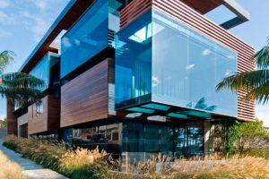 Фасад с использованием стекла
