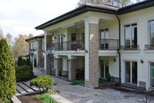 Фото фасада дома в стиле классика