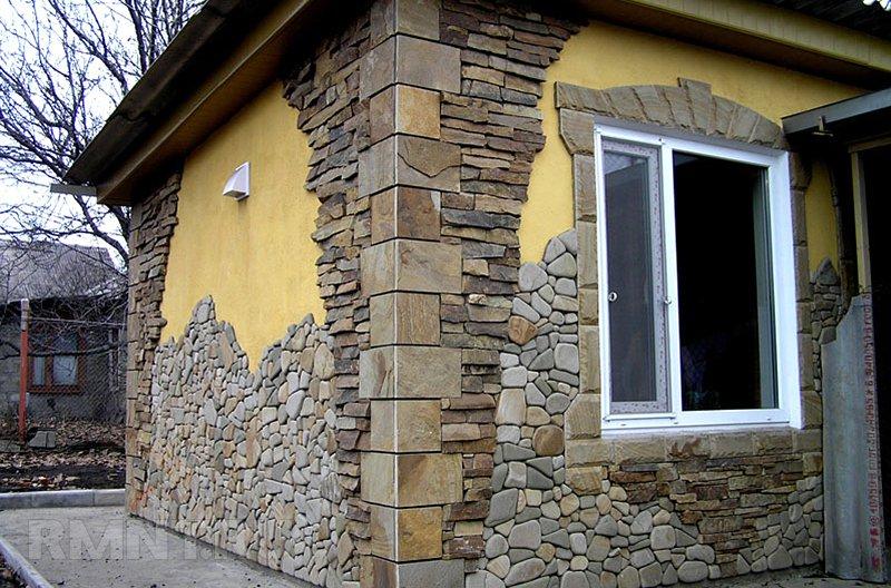 Комбинирование материалов при отделке фасада