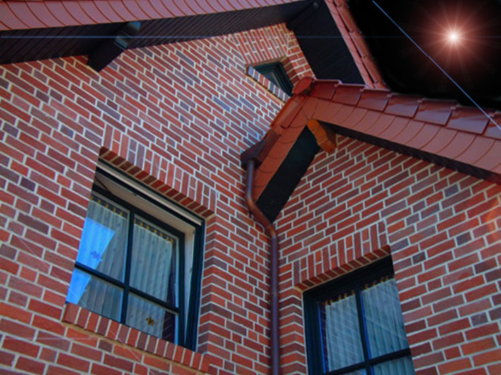 Красивый фасад дома из кирпича