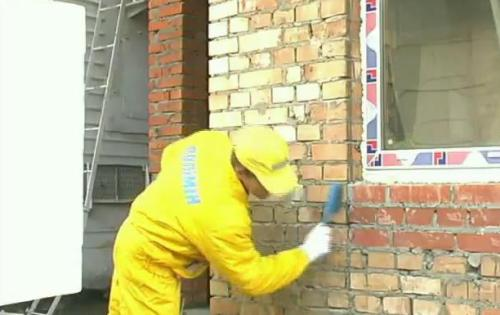 Стены необходимо предварительно очистить