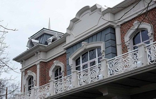 Оформление фасада декором