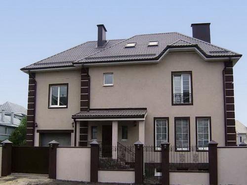 Оформление фасада дома штукатуркой