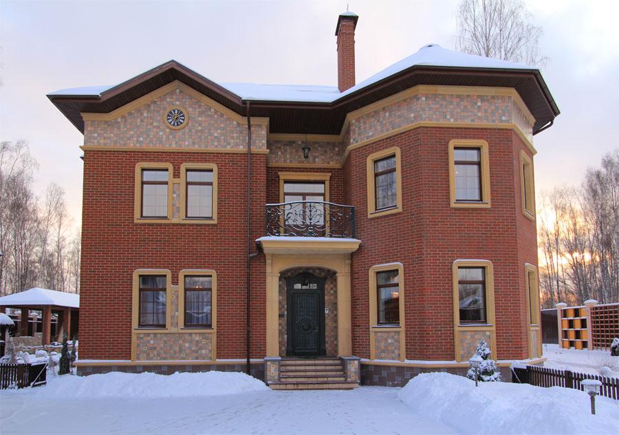 Отделка фасада дома искусственным камнем