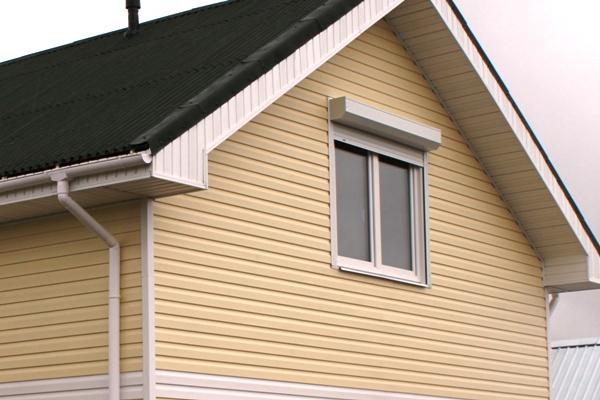 Отделка фасада гаража - виниловый сайдинг