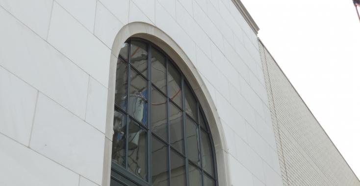 Отделка фасада известняком мокрым способом