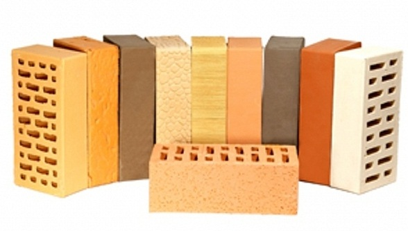 При высокотемпературном обжиге керамики кирпич приобретает цвет