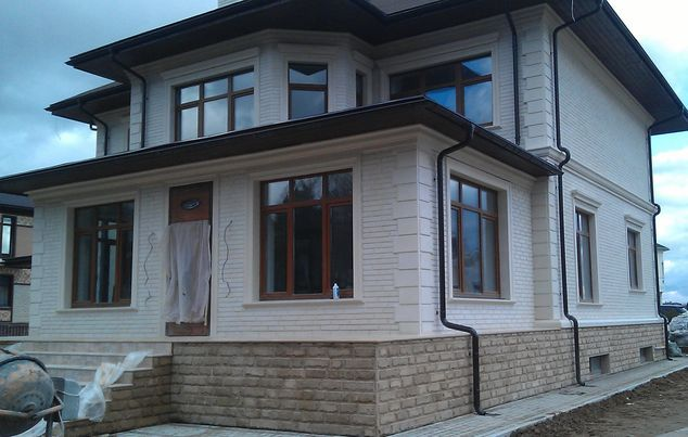 Пример фасада из известняка