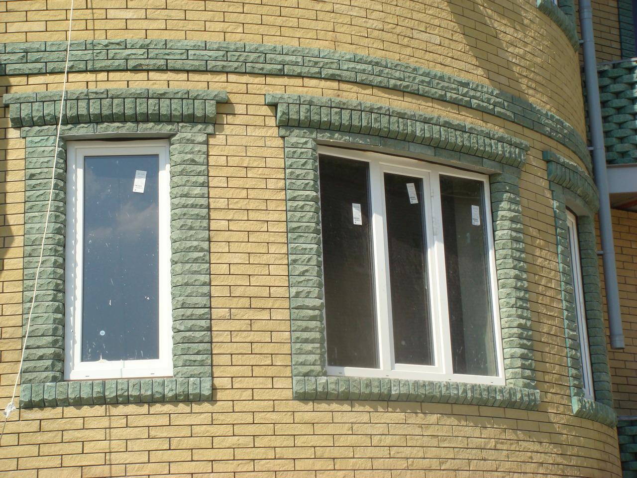Проёмы окон из облицовочного кирпича