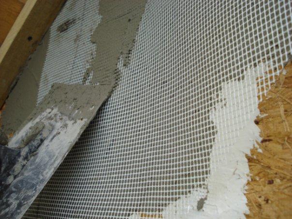 Сетка на стене из ОСБ позволяет шпаклевке держаться