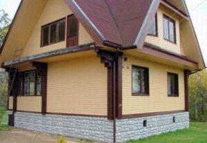 Внешняя отделка деревянных домов несет защитную функцию