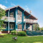 Бирюзово-голубой оттенок фасада