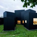 Черный фасад дома
