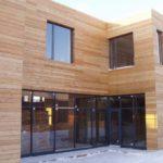Деревянный фасад обладает безопасностью