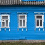 Дом с синим фасадом