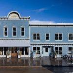 Дос с голубым фасадом, выполенный с помощью панелей