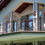 Фасад частного дома с балконом