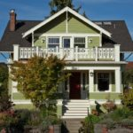 Фасад дома оливкового цвета