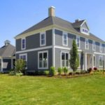 Фасад дома серого цвета